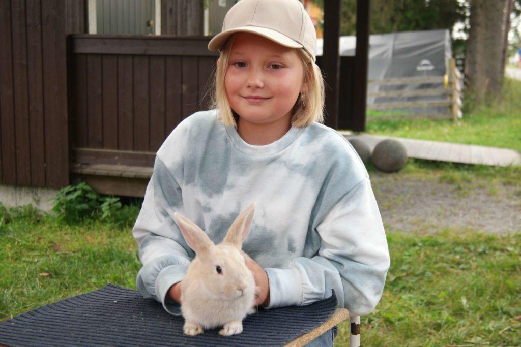 KANINFEBER: Isabell Engebakken ( 9 ) ønsker seg kanin. FOTO: MARIT AMUNDSEN