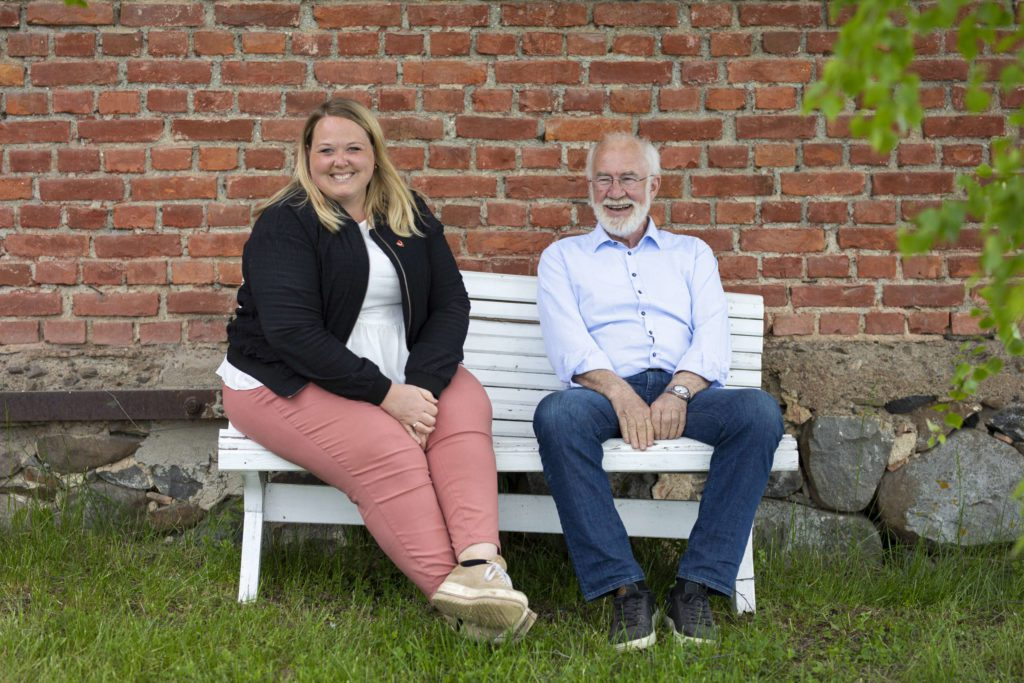 LØTEN ØKER: 44 flere innbyggere ble det i Løten i 2. kvartal. Ordfører Marte Larsen Tønseth og varaordfører Christen Engeloug har all grunn til å vøre fornøyd med tallene. Arkivfoto: Lars Martin Bøe.