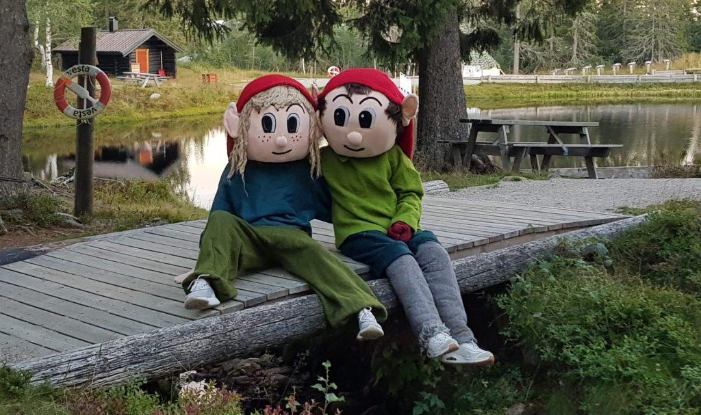 EGEN MASKOT: Risse er Budors egen maskot, og blir å finne sammen med sin bedre halvdel under familiedagen i høstferien.