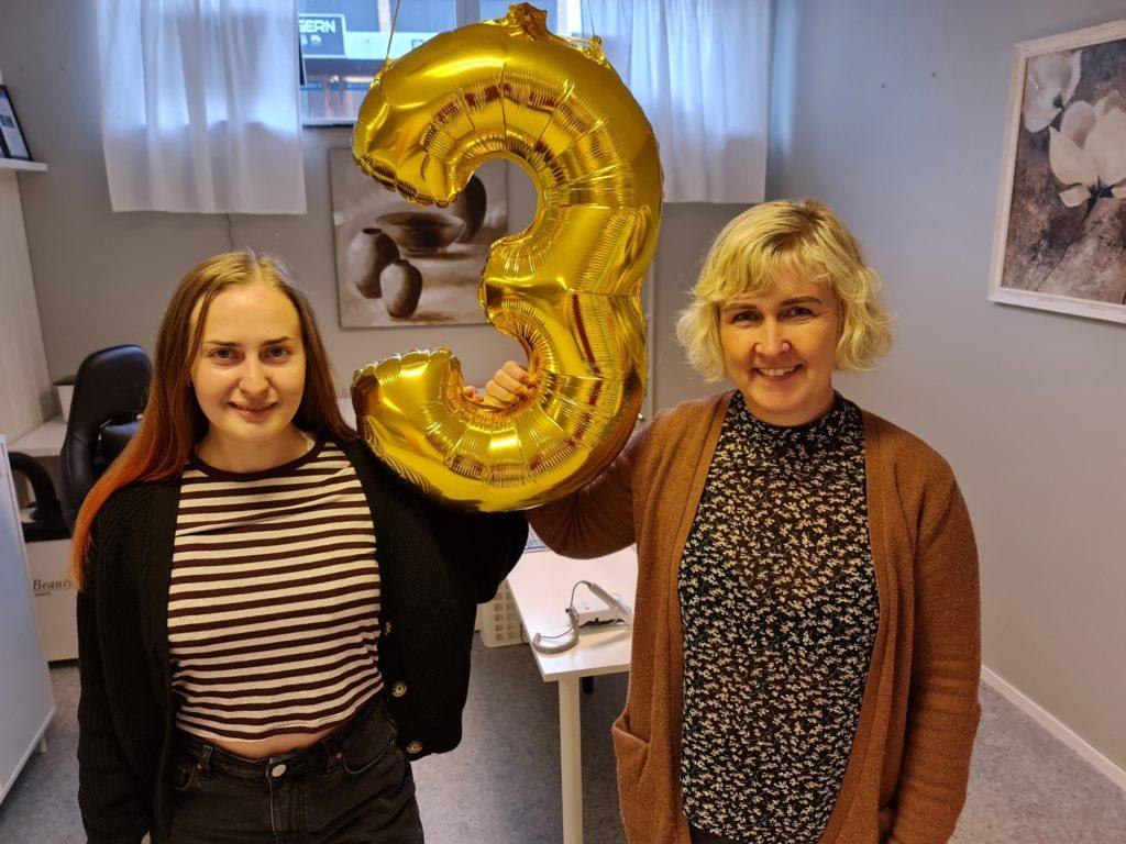 TRE ÅR SAMMEN: Kine Langdalen (til venstre) og Bente Storbæk-Olsen har nå drevet i samme lokaler i tre år. Den store markeringen håper de å ta på femårsjubileet.